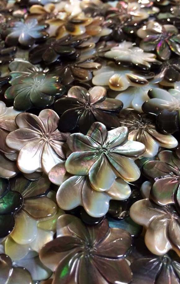 Fleurs de Tiare Tahiti en pendentif ou plutôt en Boucles d'Oreilles ?