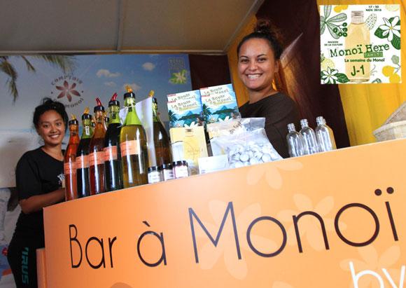 Sourires au Bar à Monoi, permettant de composer son propre monoi, par Comptoir des Monoi © La Boutique du Monoi