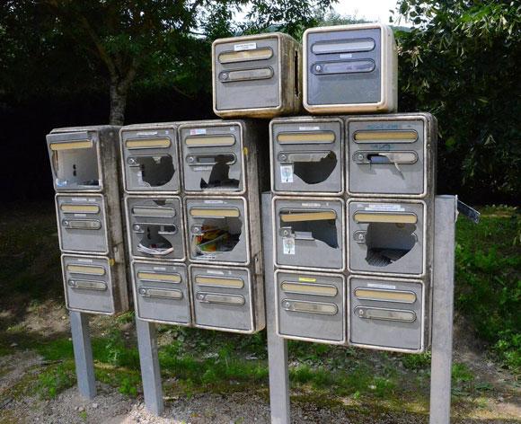 Boîtes aux lettres vandalisées @Photo em clp