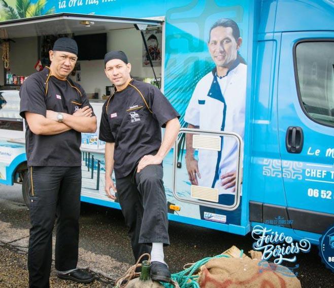 Teheiura devant son Food truck qui sillonne l'Hérault : une affaire qui roule.