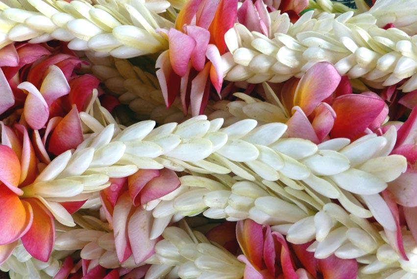 Couronnes de fleurs au Marché de Papeete © La Boutique du Monoï