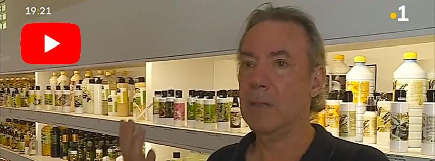 Philippe Maunier, pharmacien et producteur de Monoï de Tahiti, est le fondateur de la Savonnerie de Tahiti et de la marque Heiva Tahiti.