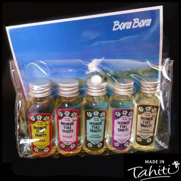 5 Parfums découverte, dont celui au Tiare Tahiti et 4 autres parfums. (Chaque pochette étant assortie différemment, nous ne pouvons vous garantir les 4 autres parfums comme sur la photo qui est non contractuelle.