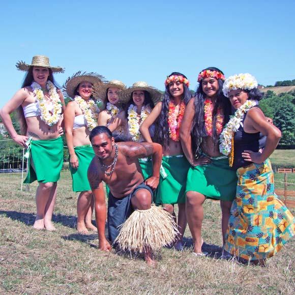 Quelques membres de l'Association Polynésienne Aravehi, ici dans le Lyonnais, à l'origine du retour du bonbon seurette sous les papilles. Mauru'uru