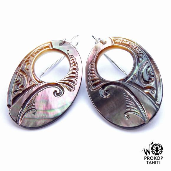 Chaque pièce est une oeuvre unique : création Woita Prokop. Entièrement réalisée à Tahiti.Chaque pièce est une oeuvre unique : création Woita Prokop. Entièrement réalisée à Tahiti.