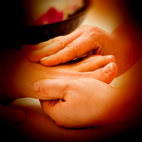 Le massage des zones les plus sensibles est très facile, à la portée de tout le monde. N'hésitez pas à inventer votre rituel personnel, et à le partager...