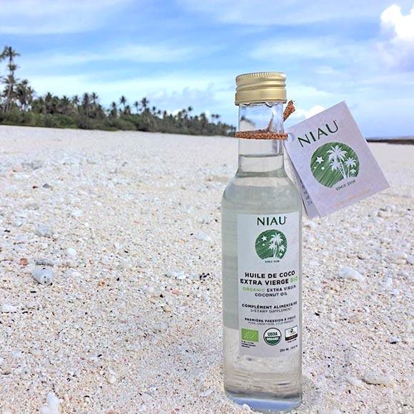 L'Huile de Coco Extra Vierge Bio Niau sur sa terre de corail à Niau, petit atoll des Tuamotu ©NiauOrganic
