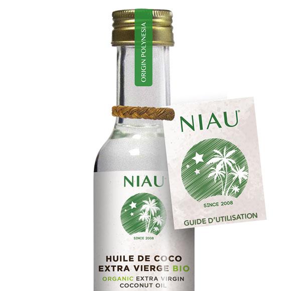 Un guide d'utilisation est attaché à la bouteille avec une corde traditionnelle produite à partir de fibre de noix de coco Nape réalisée par les artisants de l'île de Niau ©NiauOrganic