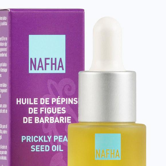 Cette huile vierge de Pépins de Figues de Barbarie Nafha, 100% naturelle, est élaborée au Maroc à partir de fruits récoltés à la main, venus des portes du Sahara occidental.