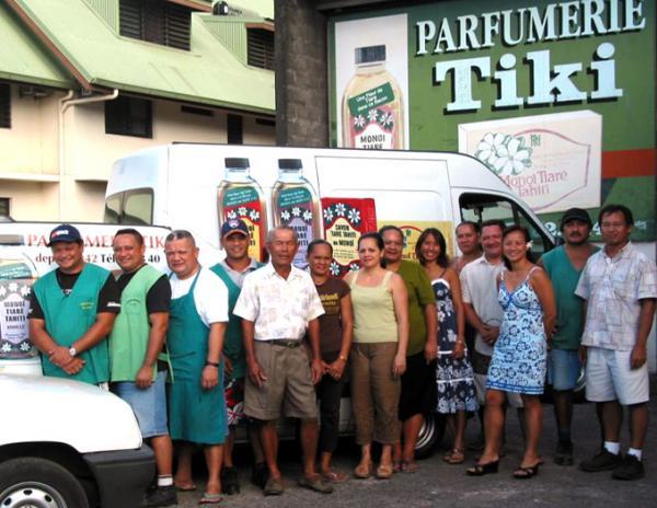 Ia ora na !!! Tout le personnel de La Parfumerie Tiki, entreprise polynésienne artisanale et familiale, vous salue bien depuis Faaa-Tahiti.