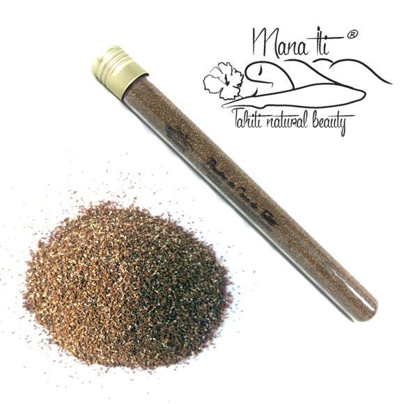 Inclus dans ce Kit : 1 tube de 6 mL (3 à 4 gommages) de poudre fine de coque de Noix de Coco, idéale pour le visage.