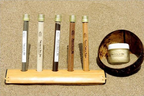 En complément des huiles naturelles Mana Iti, vous pouvez utiliser les Exfolients naturels de Tahiti : voir Gommage Protocoles de Soins Tahiti Massage.