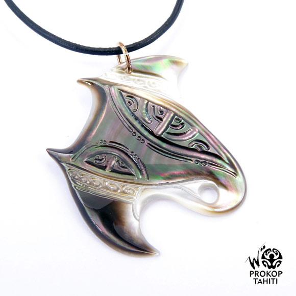 Chaque pièce est une oeuvre unique : création Woita Prokop. Entièrement réalisée à Tahiti.