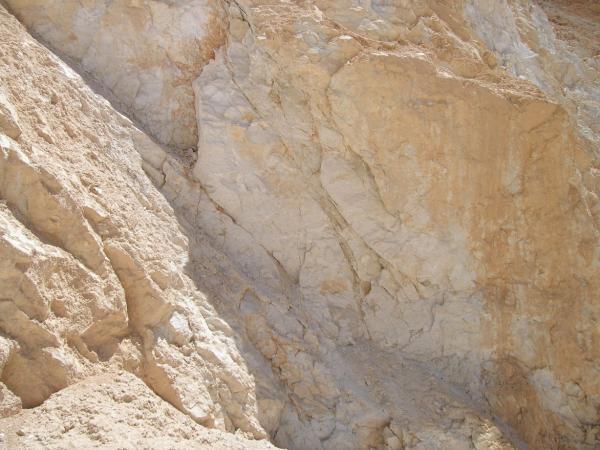 Voici une carrière de mines d'Alun en Turquie, d'où est extrait ce produit 100% naturel.