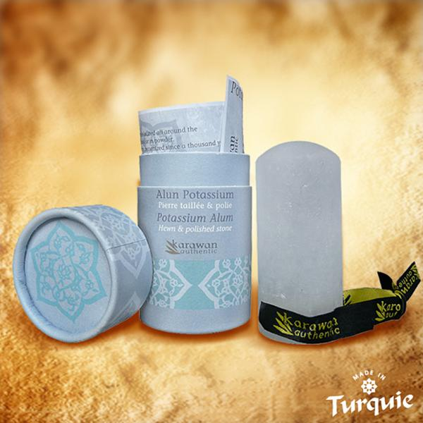 Cette authentique pierre d'Alun importée de Turquie est entièrement naturelle et issue de l'artisanat traditionnel: elle a été polie pour votre plus grand confort sur la peau.