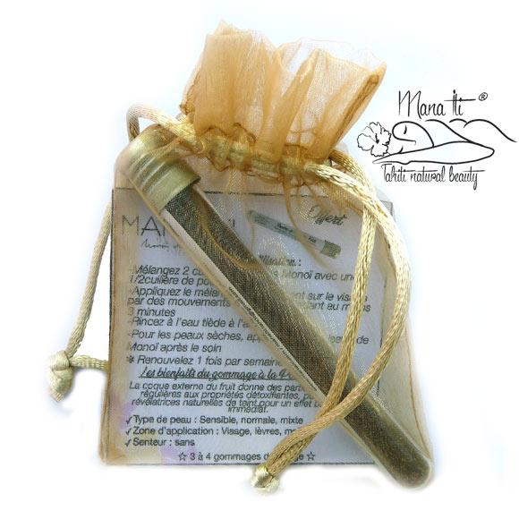 La Boutique du Monoï et Mana Iti vous offre cette poudre fine issue de la Coque de Noix de Coco pour adopter le rituel polynésien du gommage naturel du visage.