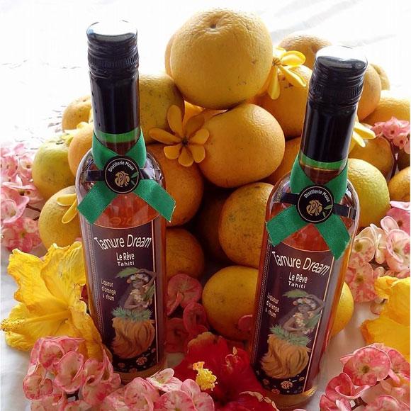 La liqueur dans ce Rhum est obtenue par macération des écorces d'oranges séchées dans du rhum pendant plusieurs mois.
