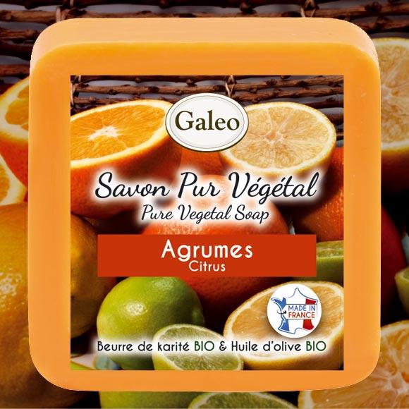Senteur gourmande (parfum de Grasse), aux agrumes frais.