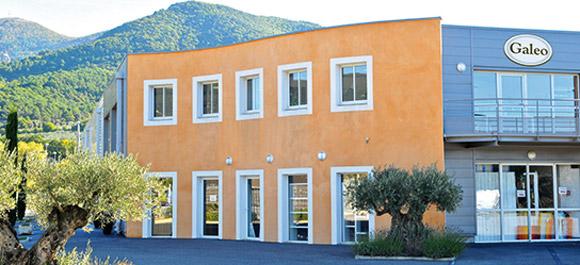 Galeo est installée au pied d'un olivier en Provence depuis 2001, entre la richesse d'une terre du sud et la chaleur d'un savoir-faire ancestral.