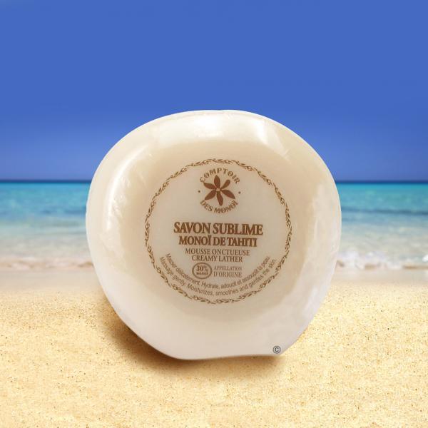 forme ergonomique toute en douceur pour ce savon au parfum de la fleur de Tiaré Tahiti contenant 30% de Monoï de Tahiti : de quoi assouplir votre peau sous la douche délicatement !
