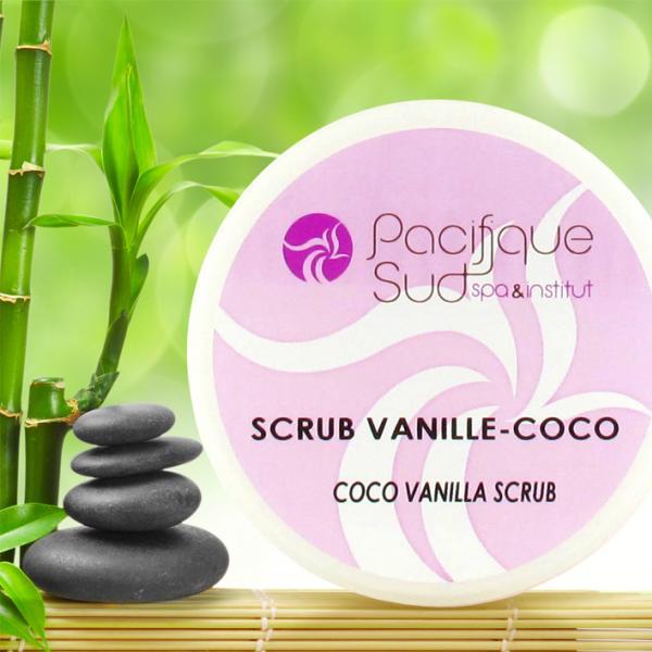 Le scrub Vanille Coco est un soin gommant fruité qui est issu du mariage entre le Monoï de Tahiti, la poudre de vanille et la poudre de noix de coco. Sublime !