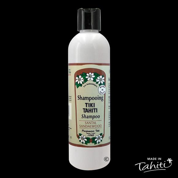 Senteur boisée pour ce shampooing au Monoï Tiki Tahiti 250 ml parfum Santal, fabriqué à Tahiti-Faaa par la Parfumerie Tiki depuis 1942.
