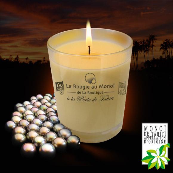 Cette Bougie contient une Perle de Tahiti, du véritable Monoï de Tahiti Appellation d'Origine. Son parfum se diffuse une fois allumée, durant 40 à 45 heures. Bon voyage avec AO Tahiti, le Monoï de La Boutique
